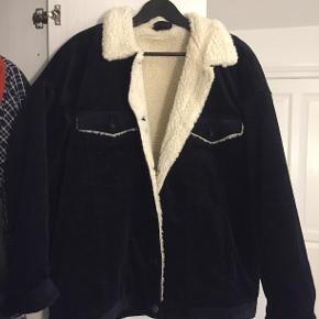 Fløjl og faux shearling jakke i str. XL