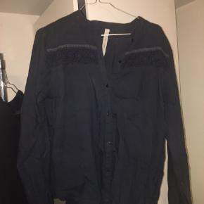 Flot skjorte fra Gai & Lisva. Skjorten er brugt få gange. Byd gerne:)