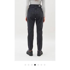Rigtig fine bukser fra dr. Denim i farven retro black, de sælges da de desværre er købt i en str. for stor. Størrelsen er W29 og L32
