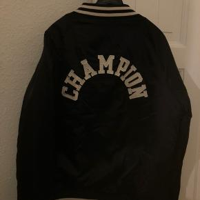 Sælger denne mega seje Champion jakke❤️❤️