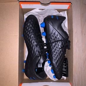 Helt nye Nike fodboldstøvler! Nike Tiempo Legend 8 Pro AG-PRO Under The Radar - Sort/Blå Nypris: 1200 Bud ønskes 🤍