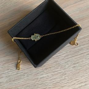 Hamsa Protection Bracelet - Gold CLARITY BR220GDCZ armbånd fra Julie Sandlau Brugt et par gange. Nypris 1900kr. Din pris 1400kr. Byttes ikke.
