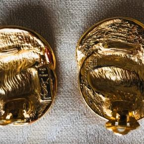 Smukke YSL bijouteri øreclips i guld.