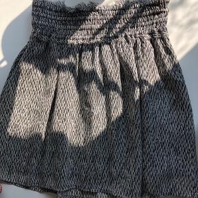 flot nederdel fra Maison Scotch Brugt få gange  Nypris 799,00 DKK Aldrig brugt  Se også mine andre annoncer 😊