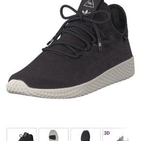 Adidas Pharrel Hu sneakers i str. 43 1/3. Brugt få gange, da de er købt for store.  Byd. Bytter ikke.