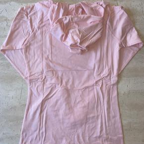 Lækker blød tætsiddende longsleeve fra Better bodies i pink str medium sælges. Ny med tags.  Har al al for meget træningstøj, så sælger lidt ud 😊  Nypris 550,-