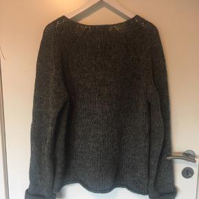Lækker sweater i 100% uld