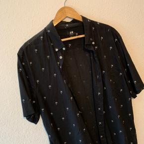 Kortærmet skjorte   Mærke: H&M   Str XL