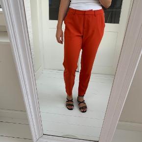Bukser fra Custommade 🌷 . Størrelsen er ikke i bukserne, men passer en 38.  Nypris: 1.200 kroner 💸