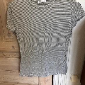 c6c0e65aa372 Stribet t-shirt fra Zara. Kun brugt en enkelt gang. Størrelse S.