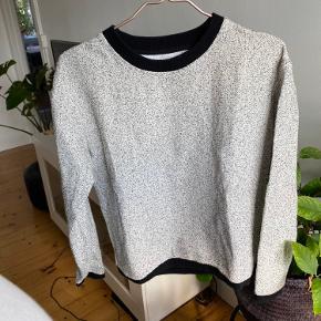 Lækker sweater med lommer.   #trendsalesfund