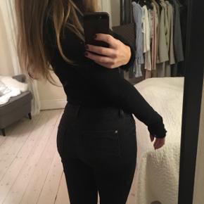 ZARA jeans med stretch Sidder tæt til kroppen.  Størrelse S