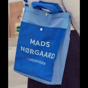Mads Nørregaard taske god til skole brug Har lidt brugstegn Kan bruges som cross body taske Np.500 Byd     Tags: Nunoo, silfen bag, carhaart