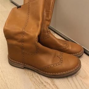 Varetype: Støvler Farve: Cognac Oprindelig købspris: 1200 kr.  Fede camper støvler brugt et par gange