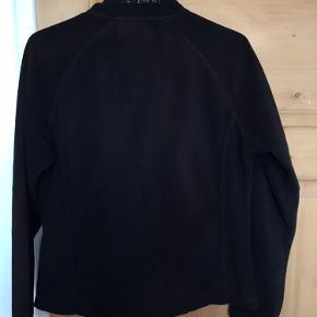 Dejlig fleece trøje i god kvalitet!