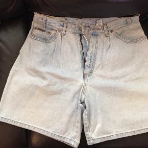 Str. 14. Klassisk denim shorts.