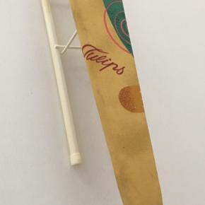 Ærme strygebræt i fin stand kan klappes sammen. Mål: 66x11cm og 13 cm høj og foldet sammen 4 cm høj