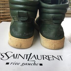 Fede mørkegrønne sneakers. Nypris 3.300kr. Kvittering, pose og box medfølger