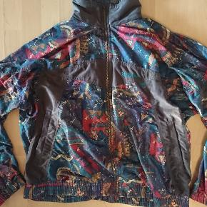 Retro / vintage mønstret jakke 😎🌈  Dejlig blød. Har været brugt oversize .  Se str på billederne .   HALV PRIS PÅ ALT I DAG