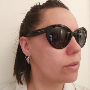 Dolce & Gabbana solbriller model: DG4239 501/T3.  Købt vintage og jeg har aldrig brugt dem, de har ingen ridser, men jeg har desværre ikke noget originalt etui.  Jeg håber de kan få et nyt godt hjem, så kom med et bud, så finder vi en løsning. 👌🏻