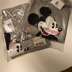 Lækker sæt med sweat trøje og pants fra Paul and Joe Sister 🌺 sættet er P and J Sister x Mickey 🌺🌺 aldrig brugt 🌺