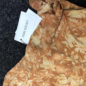 SISSEL EDELBO Senses slå-om nederdel nude/beige str M/L, NY med etiket
