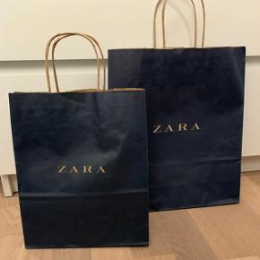 Sælger mine to Zara poser i forskellige størrelser.  Køb noget fra min shop og få en pose med til halvpris♻️