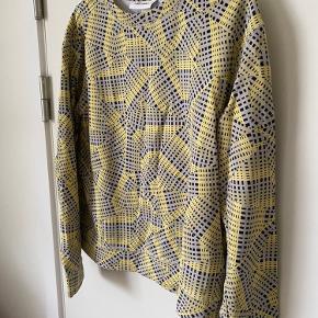 Sweatshirt fra Monki.