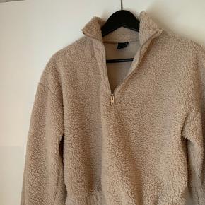 Super lækker blød sweatshirt med lynlås-detalje
