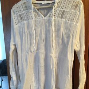 Flot skjorte fra co' couture, aldrig brugt 😊Str. L, men passer M.   Byd! Alt skal væk!