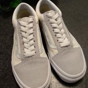 De er grå, rå hvide og hvide, så gode som nye