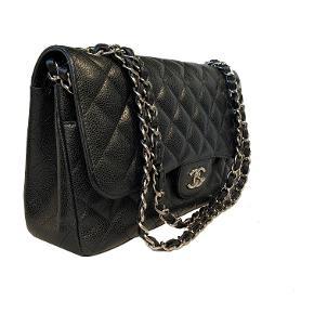 Chanel Sort Large Classic Double Flap Jumbo taske i sort med sølv hardware. I næsten som ny stand.   Mål: 30x20x10cm.   Fast pris: 37500dkk. For køb og spørgsmål skriv til Info@deedee-tasker.dk