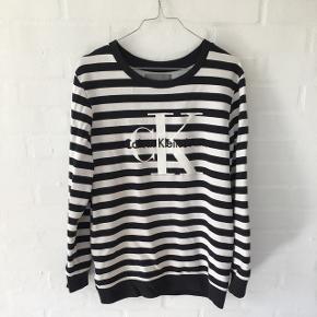 Sweatshirt fra Calvin Klein - Brugt ganske lidt. Np 800 kr.