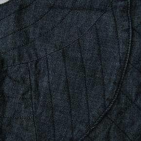 Brystmål ca. 2x54 Længde fra skulderen og ned ca. 43  Jeg tager desværre ikke billeder med tøjet på.