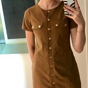 Abercrombie & Fitch kjole (i et ruskindslignende stof) Str. xs Brugt få gange Spørg endelig for mere info:))