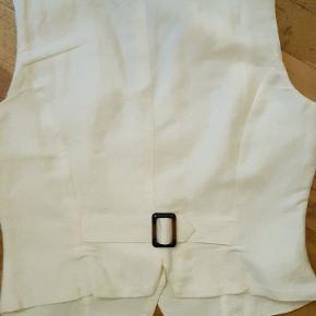 Linen vest in white