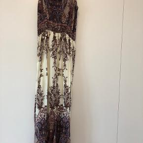 Yu & Me Paris kjole