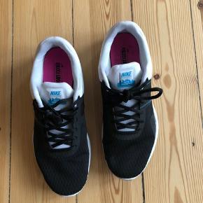Nike sports sko - brugt meget få gange ! Str 37,5  Kan afhentes i Søborg / Dyssegård