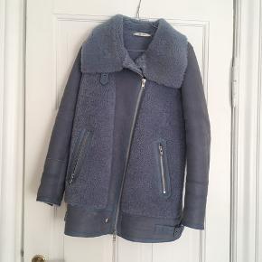 Flot jakke, som kun er brugt ganske få gange. Nypris: 9000