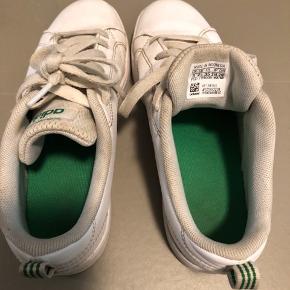 Adidas sko. Størrelse 35.