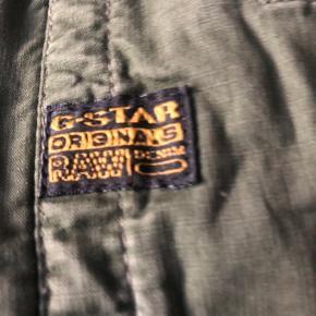 Lækker lille fræk jakke fra Raw G-star med korte ærmer snor i bunden og lommer i siden