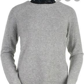 Sælger denne strik trøje med blonder ved halsen. Trøjen er købt for 2 år siden på Only's hjemmeside. Trøjen passer en xs-s