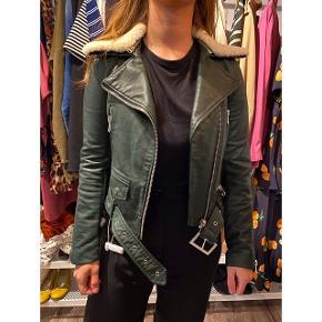 - Så fed jakke fra Zara med aftagelig krave - Ikke ægte læder