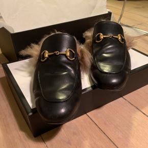 Gucci loafers med pels sælges, de er i fin stand. Ny pris: 6200,-