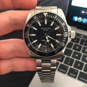 Super flot ur, købt på urværket. Der medfølger ekstra garanti, boks og kvittering. Gucci