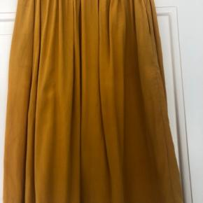 Mærke: TOUDY Paris  Brugt få gange  100 procent silke  Størrelse TU - svarer til m.