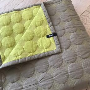 235x245 cm Mega Dot Hay sengetæppe