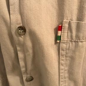 Skjorte fra Italien, i fantastisk kvalitet. Købt i Studio Travels.