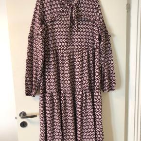 Smuk kjole! Brugt en dag til konfirmation.