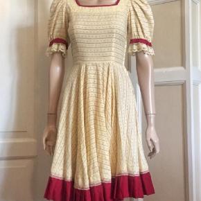 19bb08ce4f7a Brand  Vintage Varetype  40 er-kjole Farve  Creme
